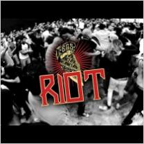 Embedded thumbnail for El Gran Silencio - Riot - Vídeo Oficial